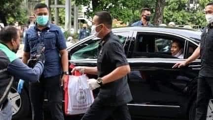 Sindir Jokowi Bagi-bagi Sembako di Keramaian, Hinca Demokrat : Niat Baik Harus Sistematis
