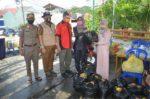 Didampingi Walikota Samarinda,  Puji SetyowatiSerahkan Bantuan Di Griya Mukti, Ini Foto-fotonya