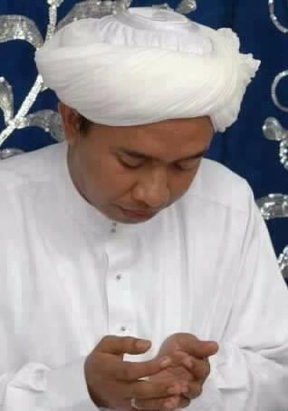 Jenazah Guru Zuhdi Disambut Syalawat dan Takbir Bercampur Isak Tangis Ribuan Pelayat