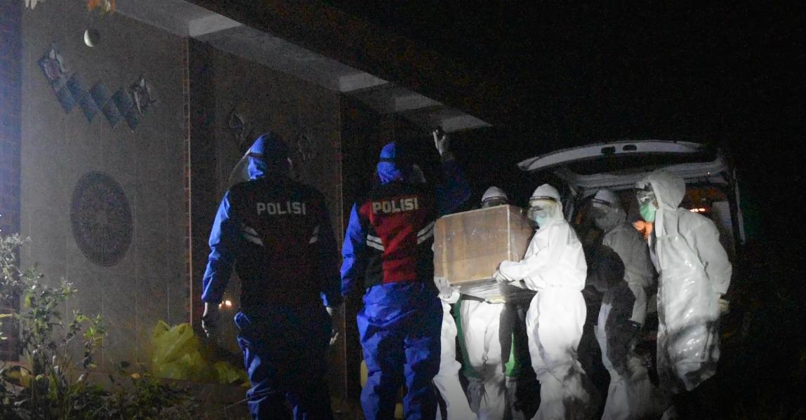 Polres Kutim Bantu Pemakaman Pasien ODP Sangatta yang Meninggal di Ruang Isolasi
